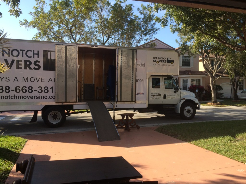 Top Notch Movers performing Fort Lauderdale residential move