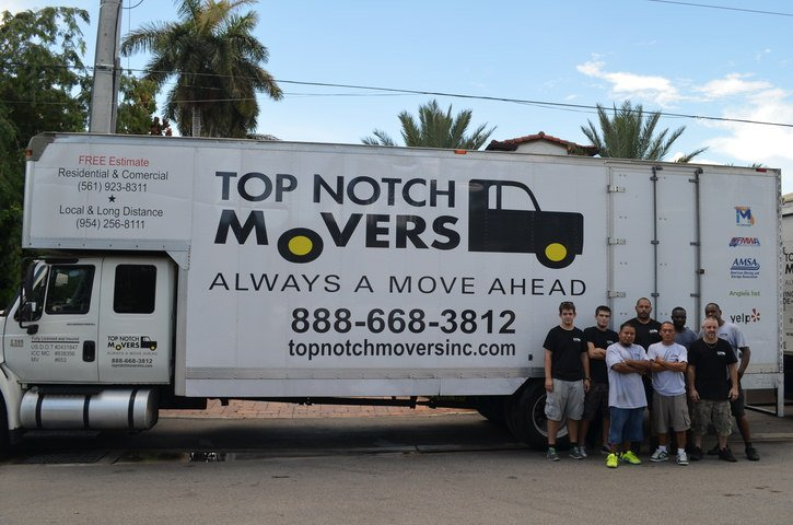 Our team and a 26FT truck, guide to finding a trustworthy long distance mover in Florida